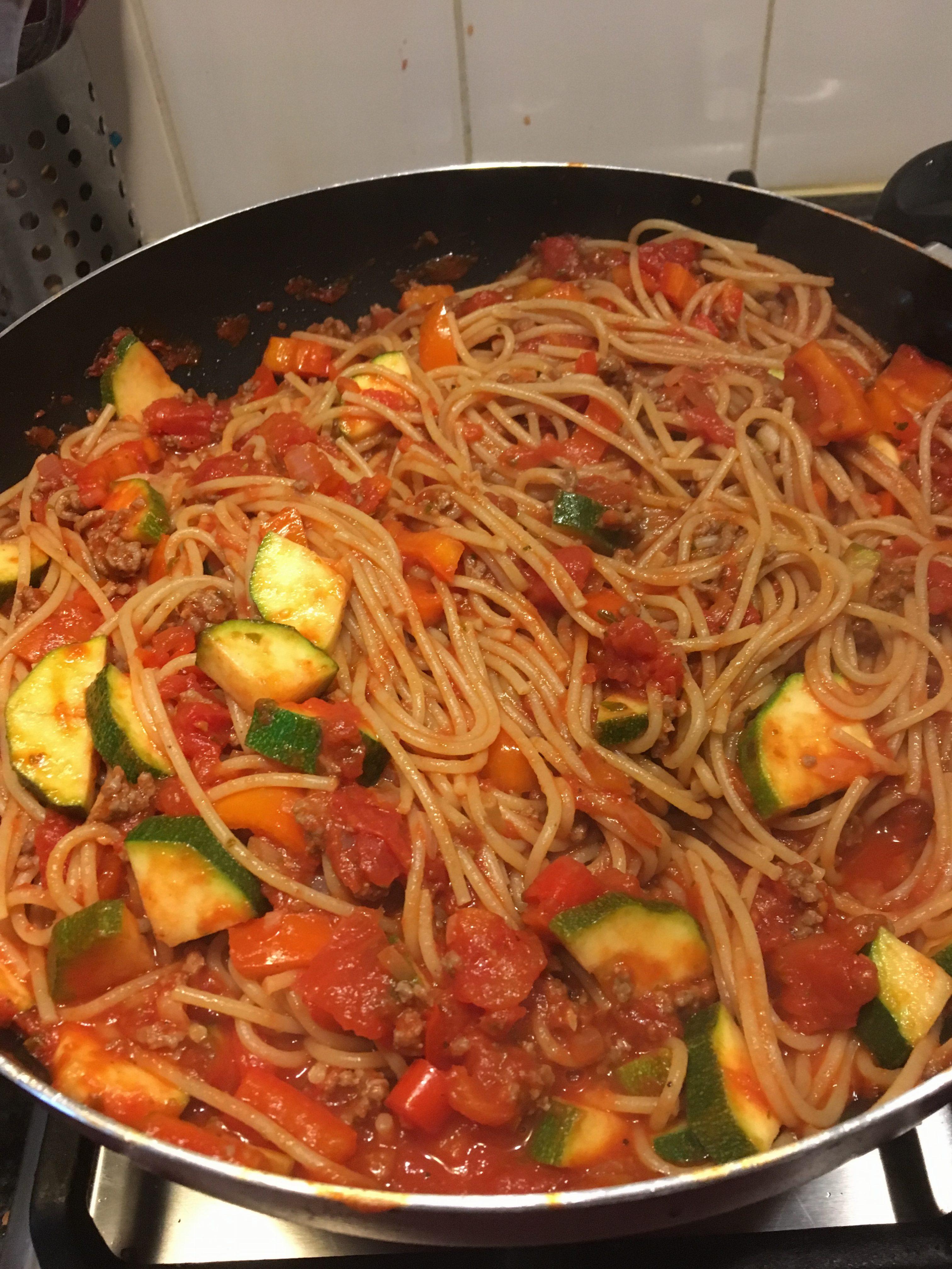 volkoren pasta met zelfgemaakte saus Spruitjes en Zo!